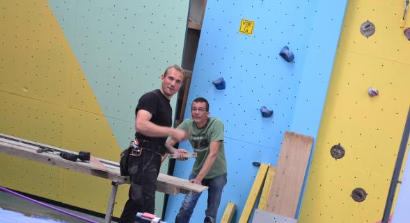 Ses vacances d'été, Ludovic les passent à offrir un petit coup de neuf à la salle d'escalade